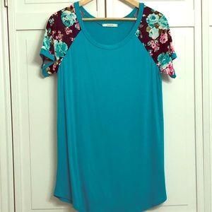 Twenty Ten Teal Knit Tunic Top Navy Floral sleeves